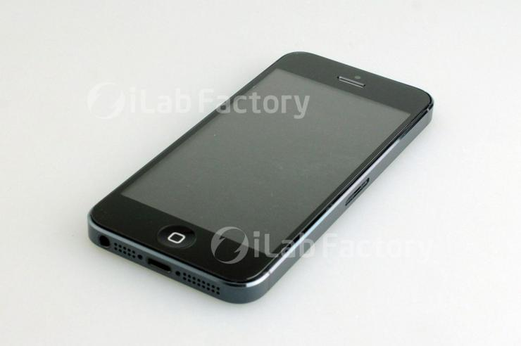 Another photograph of the proposed iPhone 5, assembled from leaked parts. (Credit: ilab.cc)
