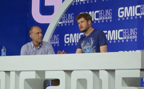 Eric Migicovsky (right) speaks at the Global Mobile Internet Conference in Beijing.