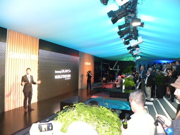 Samsung targets growth with Galaxy S4 (+ 41 photos)