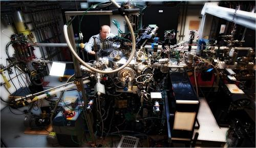 Eyeing faster chips, scientists measure super-fast electrical switching