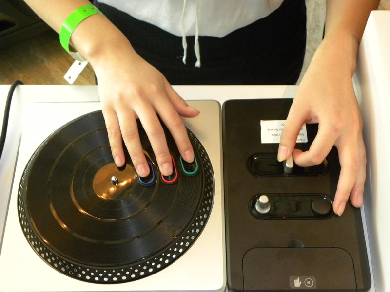 Xbox 360 showcase at the Ivy Penthouse: hands on with DJ Hero