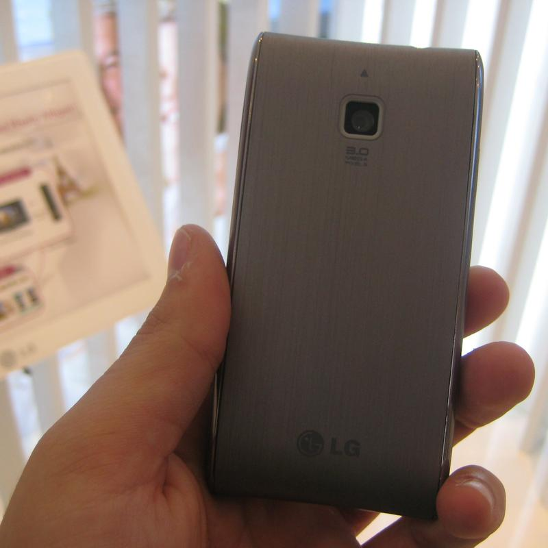 In pictures: LG's Mini (GD880) and GT540 mobile phones