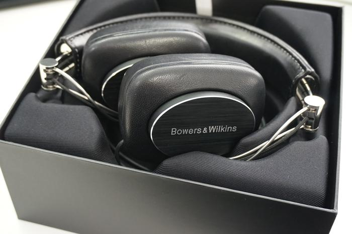 Unboxing the B&W P7s is an occasion. Slide the cover off the box and the headphone's sit folded on a platform. Keeping these headphones in the box is a great idea as they can be grabbed when wanted and displayed to passer-bys when not