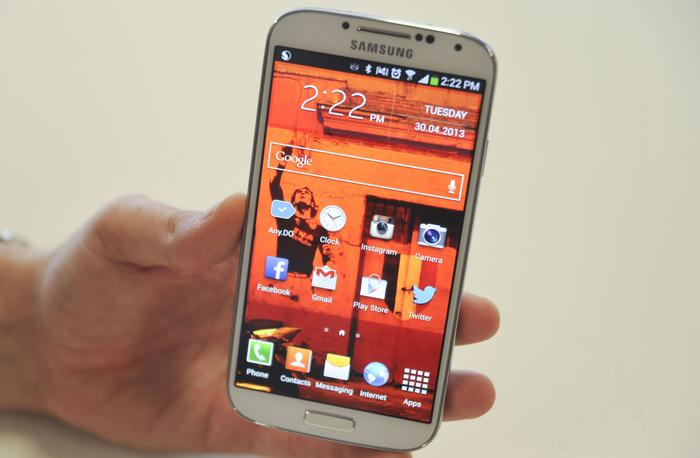 The Samsung Galaxy S4 has a very similar design to its predecessor.