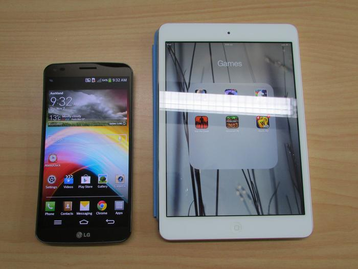6-inch LG G Flex compared to the 7.9-inch Apple iPad Mini