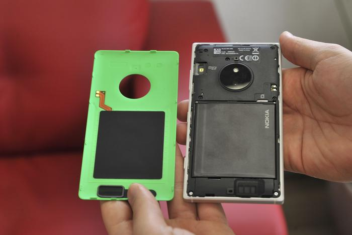 Lining the underside of the Lumia's underside is a wireless charging pad that will juice the 2200 milliamp-hour battery.