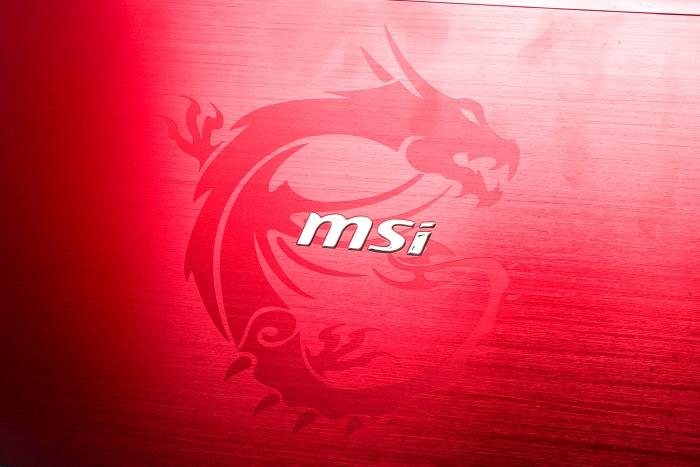 The Dragon logo on the lid. The MSI logo also lights up when the unit is powered on.