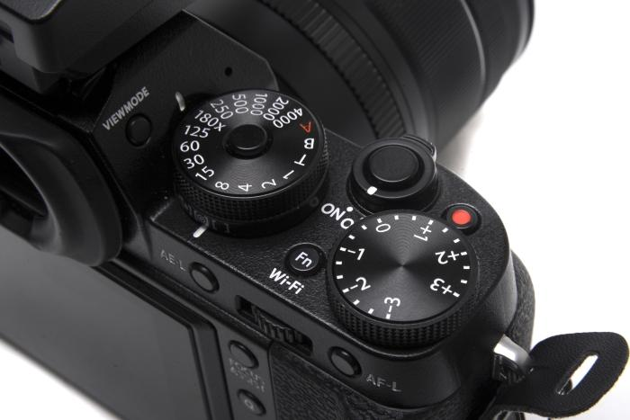 On the right side you get the shutter speed and exposure compensation dials, as well as the metering switch.